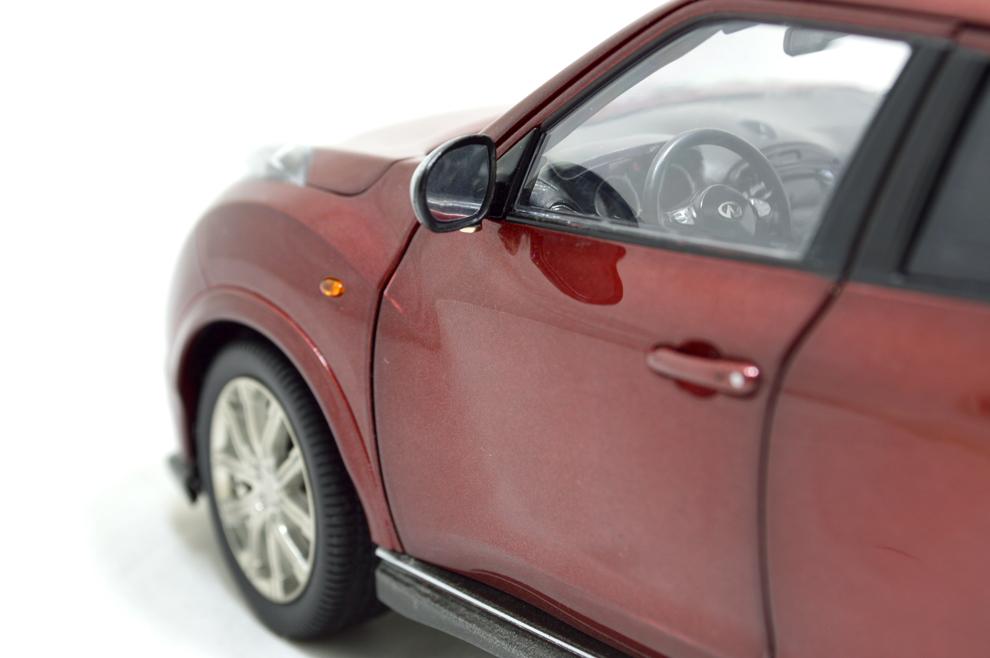 Infiniti ESQ 2014 1/18 Scale Diecast Model Car 3