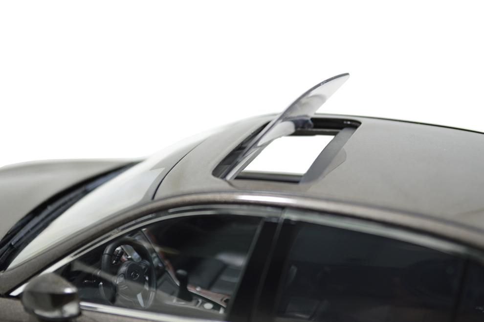 1/18 Scale Infiniti Q50L 2015 Diecast Model Car 9