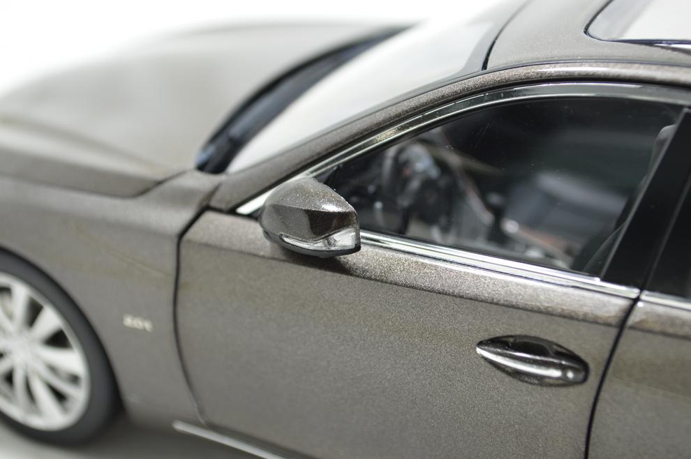1/18 Scale Infiniti Q50L 2015 Diecast Model Car 8