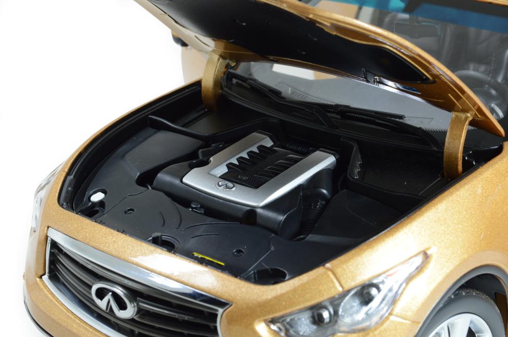 Infiniti QX70 2014 1/18 Scale Diecast Model Car 11