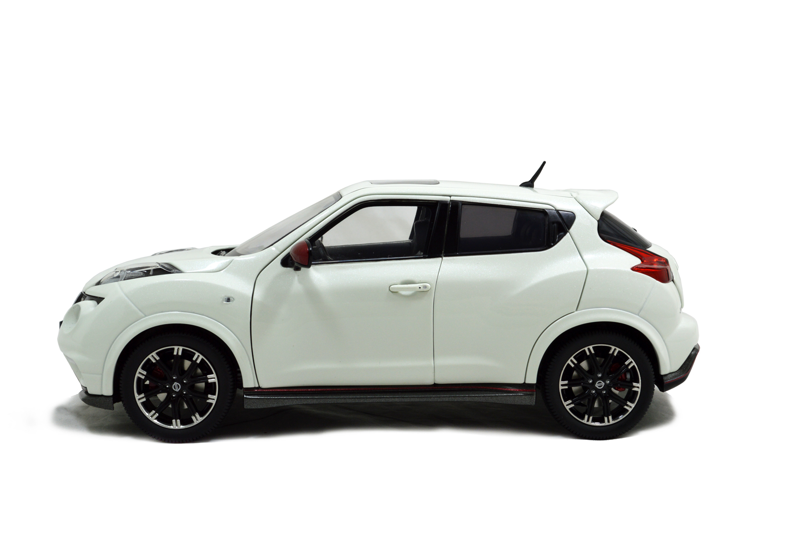 Nissan Juke Nismo RS 2014 1/18 Scale Diecast Model Car Wholesale 12