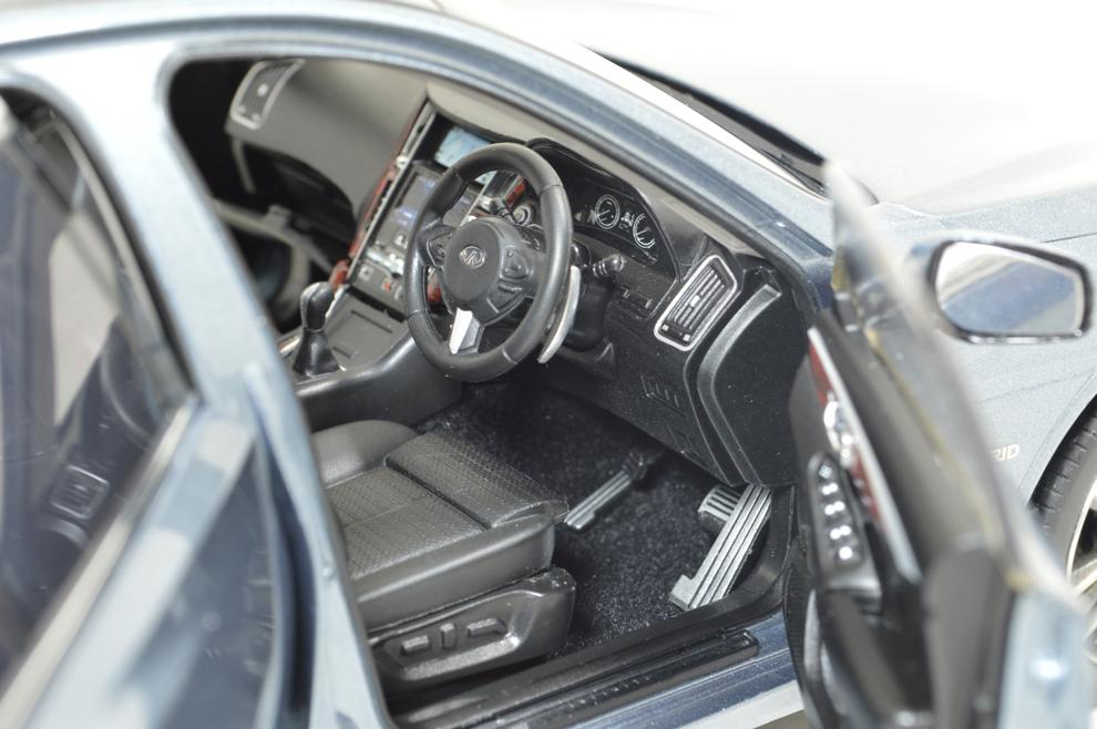 1/18 Scale Skyline 350 GT Hybrid 2015 Diecast Model Car 17