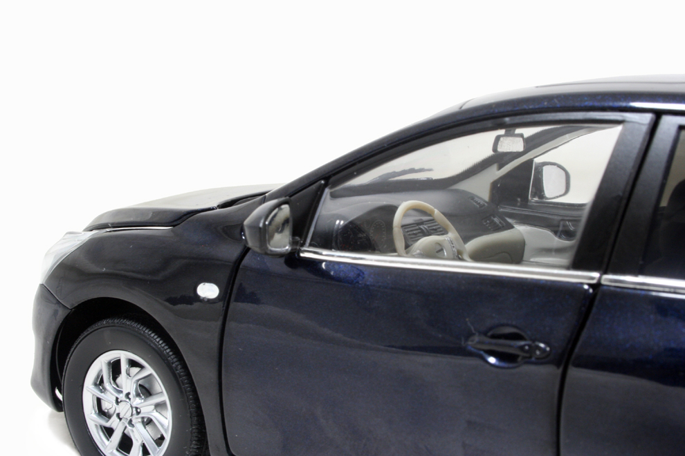 Nissan Tiida 2011 1/18 Scale Diecast Model Car Wholesale 11