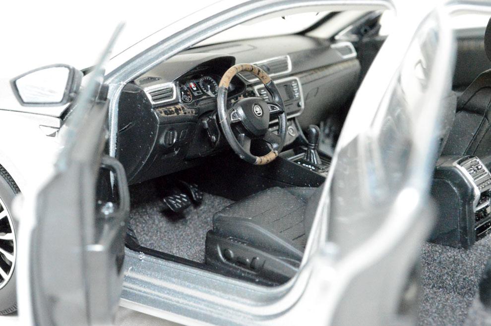 SVW Skoda SuperB 2015 1/18 Scale Diecast Model Car Wholesale 13