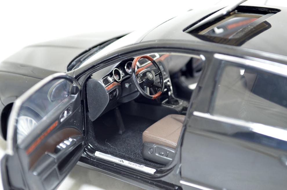 Skoda SuperB 2013 1/18 Scale Diecast Model Car Wholesale 5