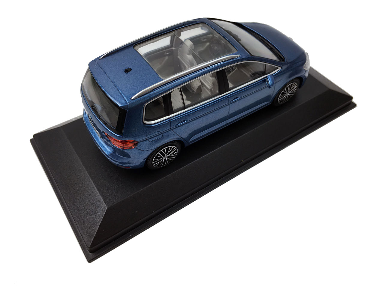Volkswagen Touran L 2016 1/43 Scale Die-cast model car 5