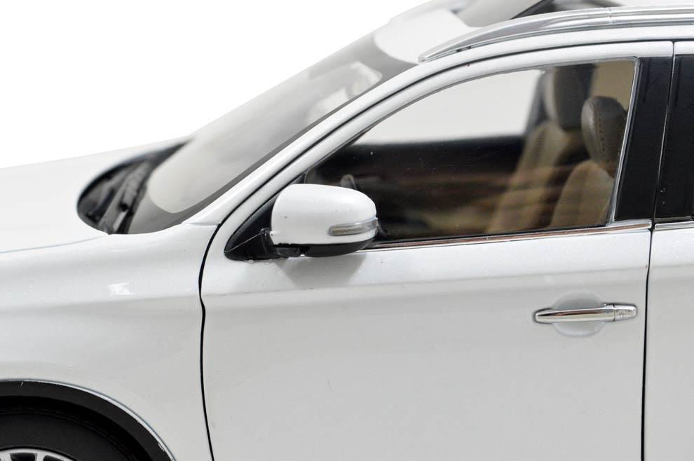 Mitsubishi Outlander 2016 1/18 Scale Diecast Model Car 11