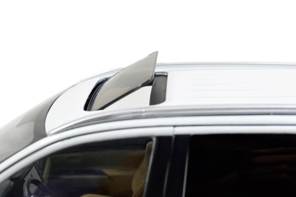 Mitsubishi Outlander 2016 1/18 Scale Diecast Model Car 12