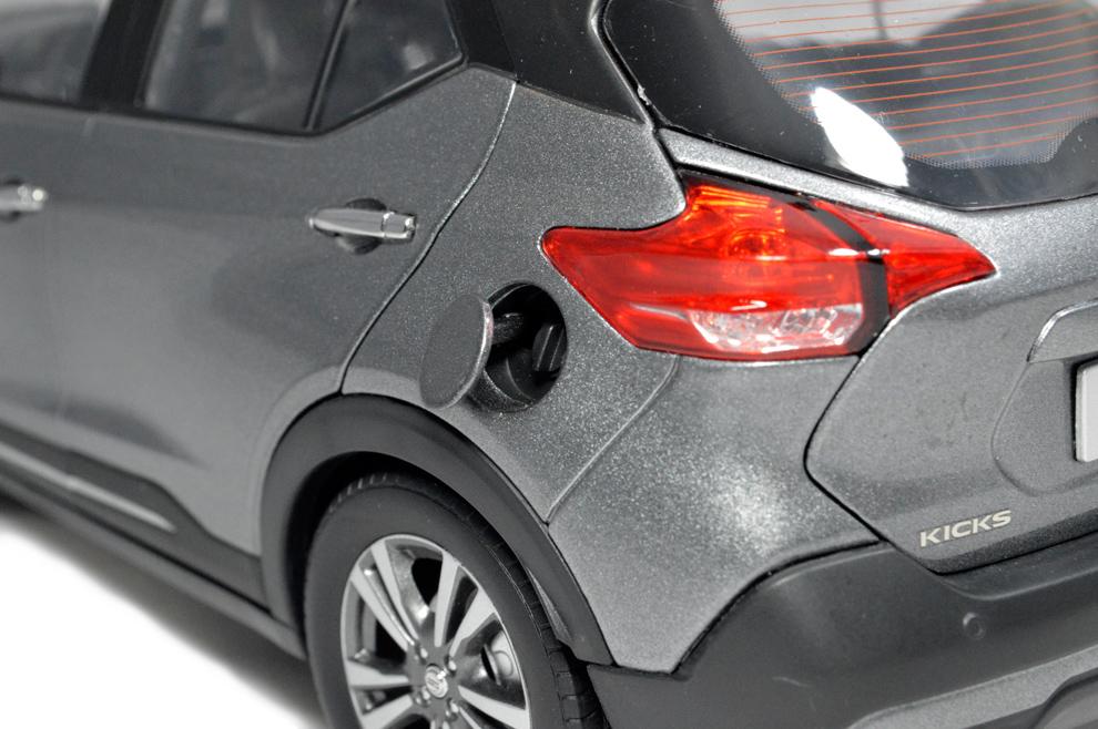 Nissan Kicks 2017 1/18 Scale Diecast Model Car 11