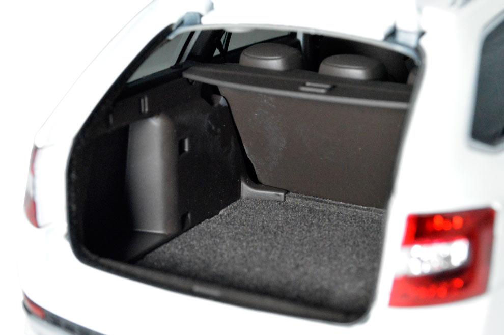 SVW Skoda Octavia Combi 2017 1/18 Scale Diecast Model Car 13