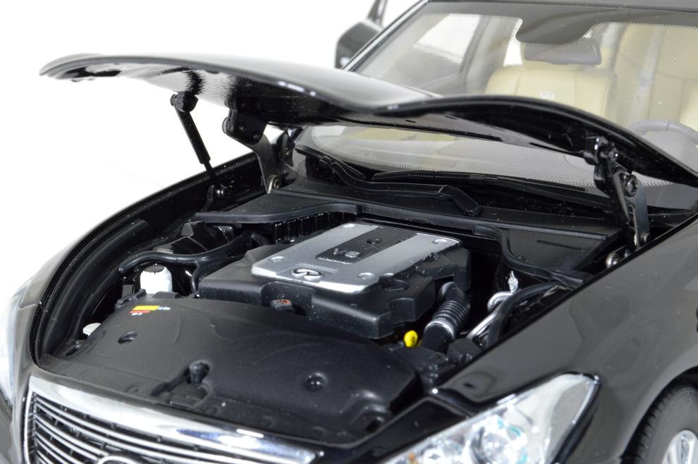 Infiniti Q70L 2014 1/18 Scale Diecast Model Car 10
