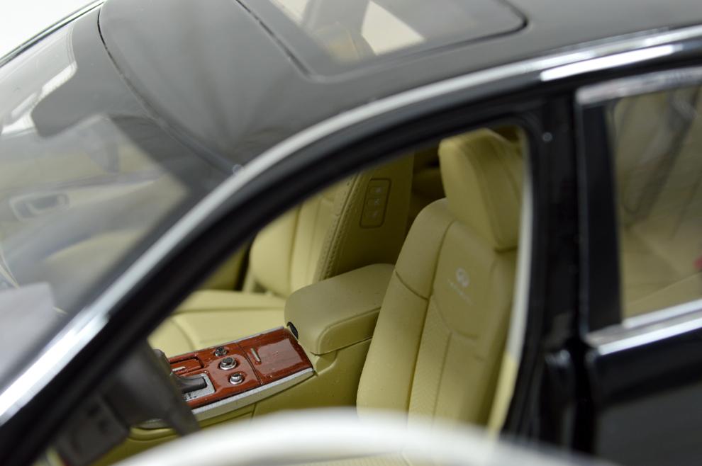 Infiniti Q70L 2014 1/18 Scale Diecast Model Car 12
