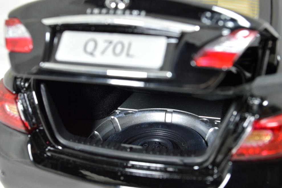 Infiniti Q70L 2014 1/18 Scale Diecast Model Car 14