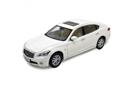 Infiniti Q70L 2014 1/18 Scale Diecast Model Car 2