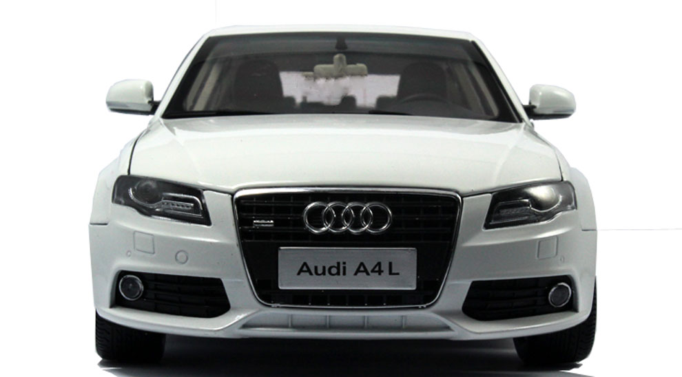 1:18 Scale Die-Cast 2011 Audi A4L Model 5