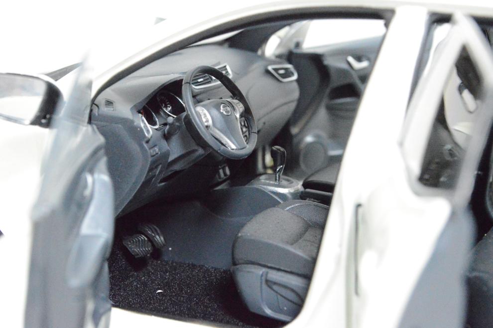 Nissan Qashqai 2015 1/18 Scale Diecast Model Car 11