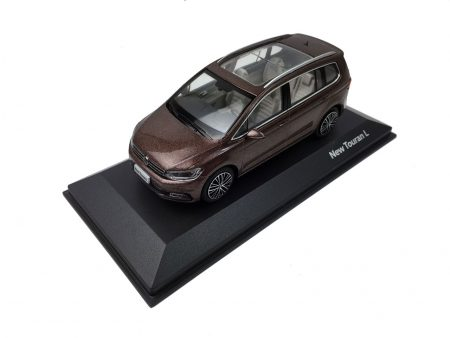 Volkswagen Touran L 2016 1/43 Scale Die-cast model car 2
