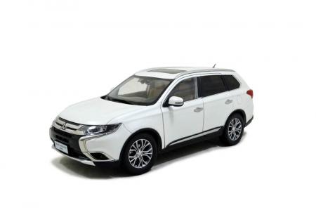 Mitsubishi Outlander 2016 1/18 Scale Diecast Model Car 1