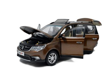 SGMW Baojun 730 MPV 1/18 Scale Diecast Model Car 2
