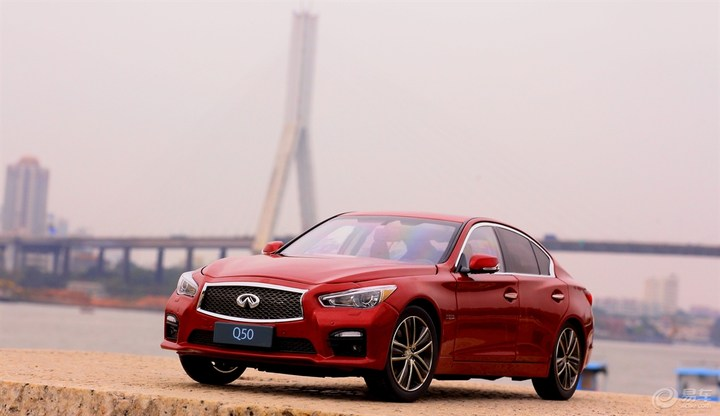 Customer's impression of buying 1/18 Infiniti Q50S Red 16