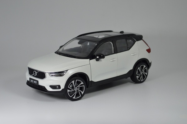 Paudi Model 1/18 scale Volvo XC40 2018 white diecast model car show 15