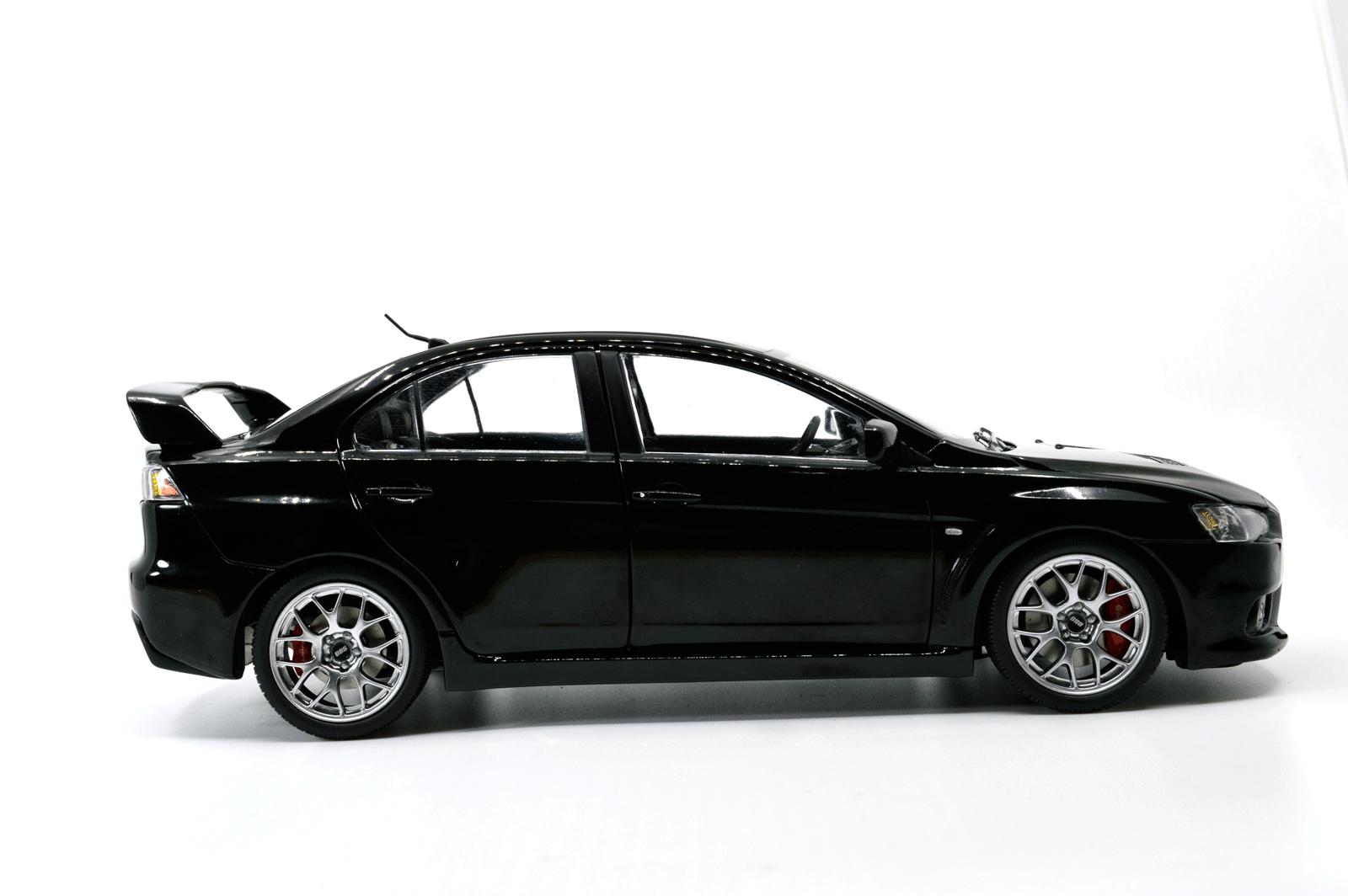 1:18 Scale Mitsubishi Lancer Evolution X 6
