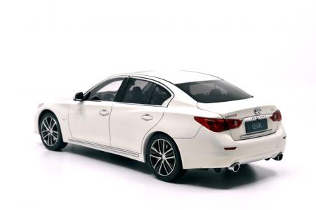 1/18 Scale Infiniti Q50L 2015 Diecast Model Car 6