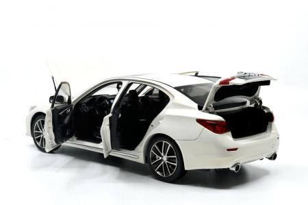 1/18 Scale Infiniti Q50L 2015 Diecast Model Car 3
