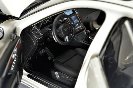 1/18 Scale Infiniti Q50L 2015 Diecast Model Car 4