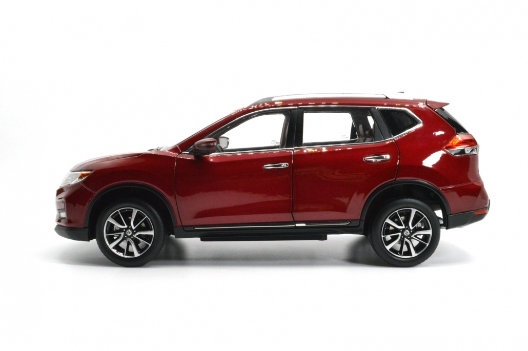1/18 Nissan Rogue Red side view