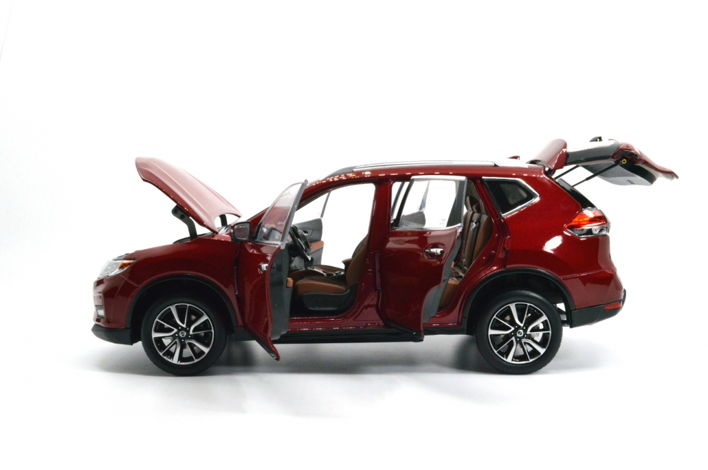 1/18 Nissan Rogue open side view