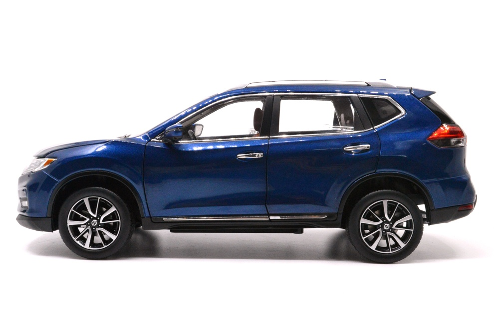 1/18 nissan rogue blue 2018 diecast car side