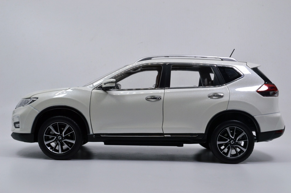 1:18 SCALE NISSAN X-TRAIL 2018 Chinese Version 16