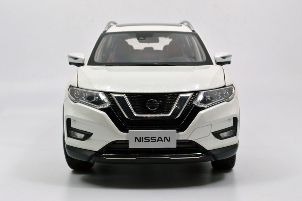 1/18 nissan rogue white front