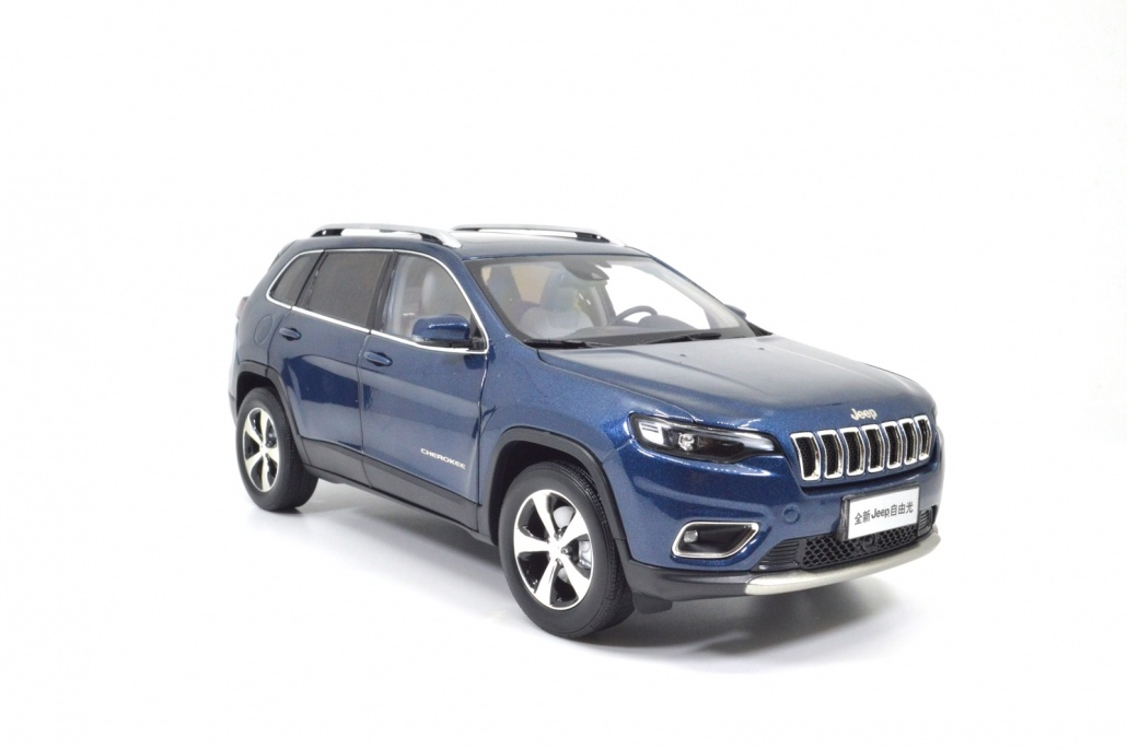 1:18 Scale Jeep Cherokee 2019 6