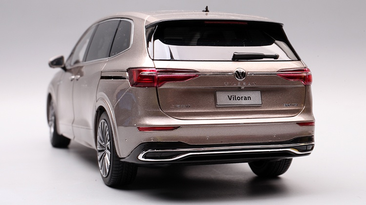 1/18 VW Viloran MPV Diecast Model Car 19