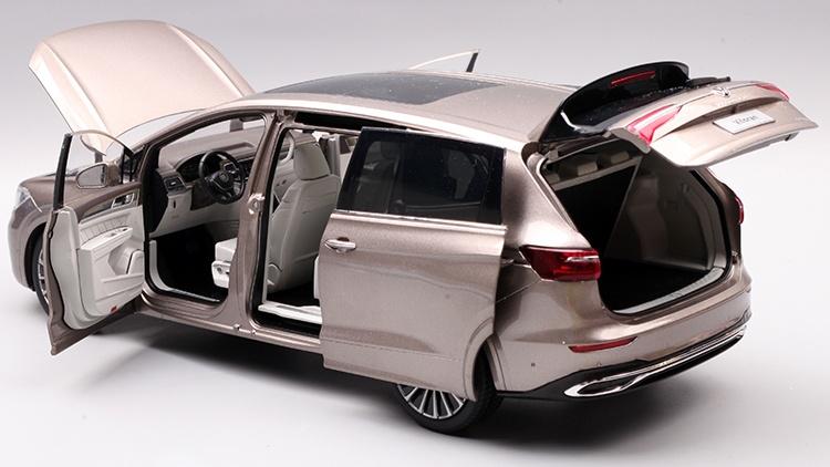 1/18 VW Viloran MPV Diecast Model Car 21