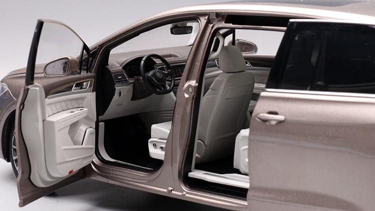 1/18 VW Viloran MPV Diecast Model Car 22