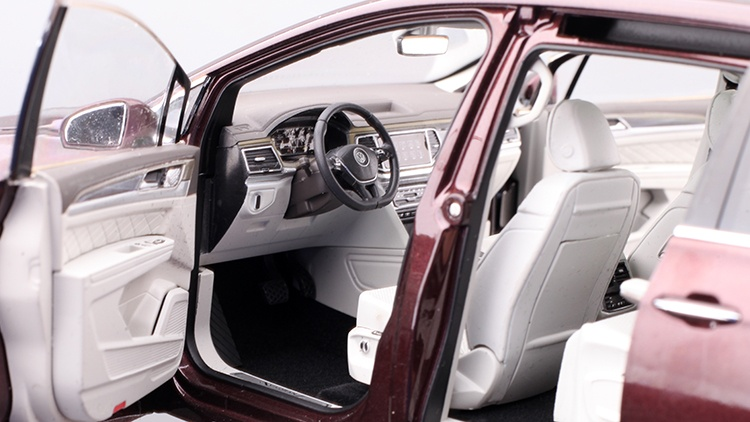 1/18 VW Viloran MPV Diecast Model Car 11