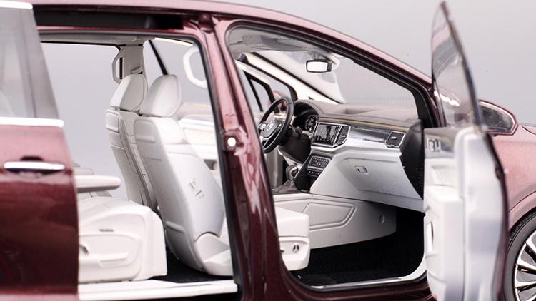 1/18 VW Viloran MPV Diecast Model Car 12