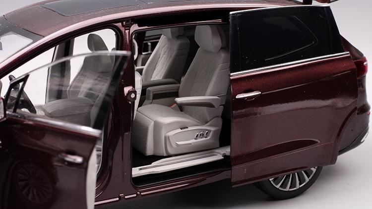 1/18 VW Viloran MPV Diecast Model Car 13