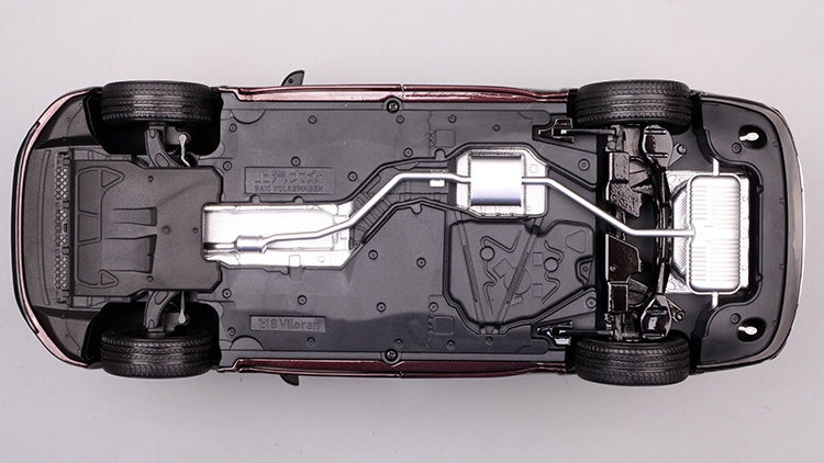 1/18 VW Viloran MPV Diecast Model Car 16
